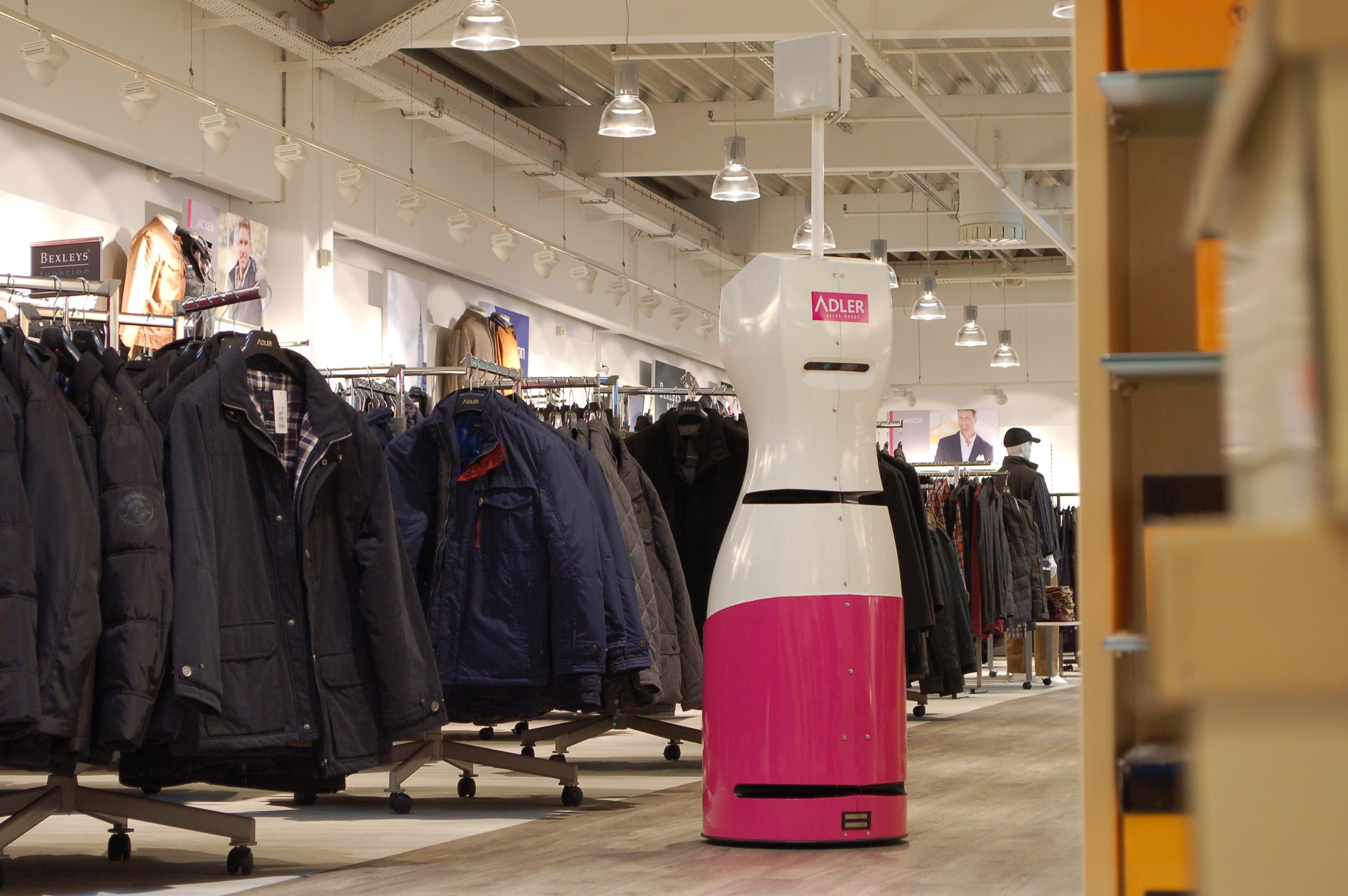 MetraLabs-Roboter TORY im Adler Modemarkt
