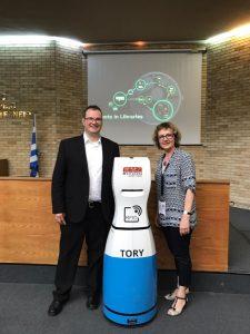RFID-Inventur-Roboter TORY mit Johannes Trabert und Juja Chakarova