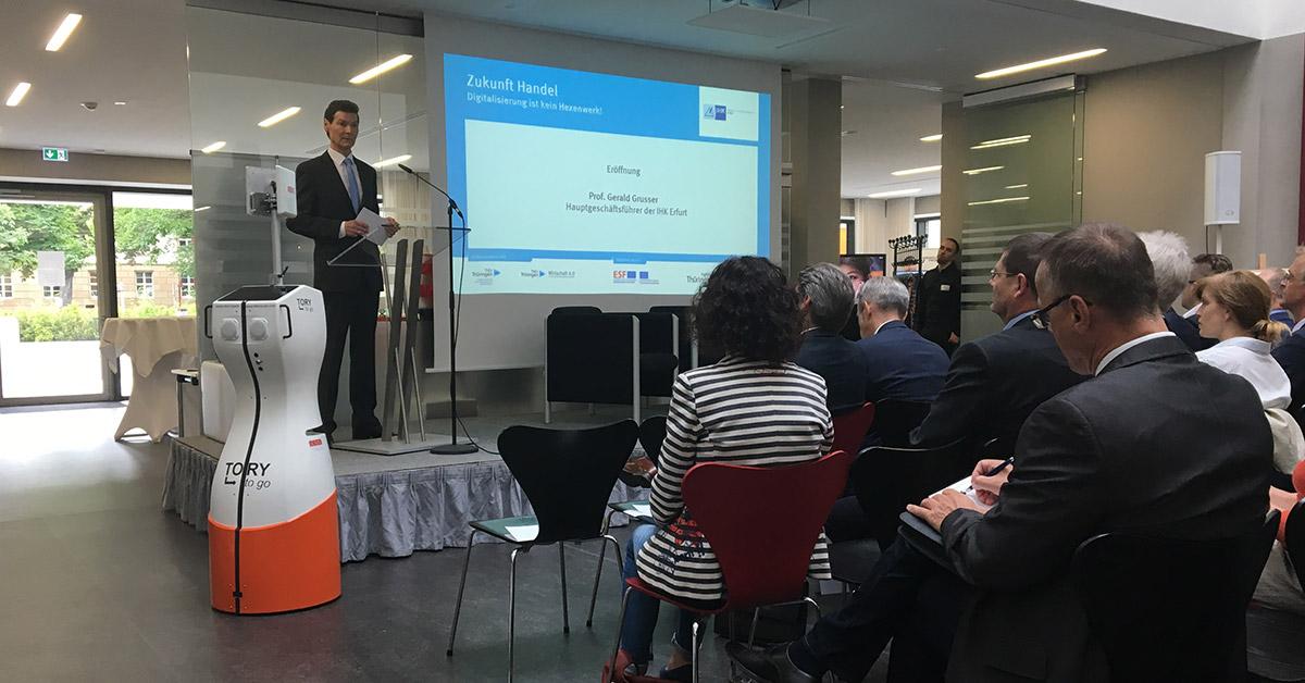 Zukunft Handel Konferenz mit RFID Roboter TORY