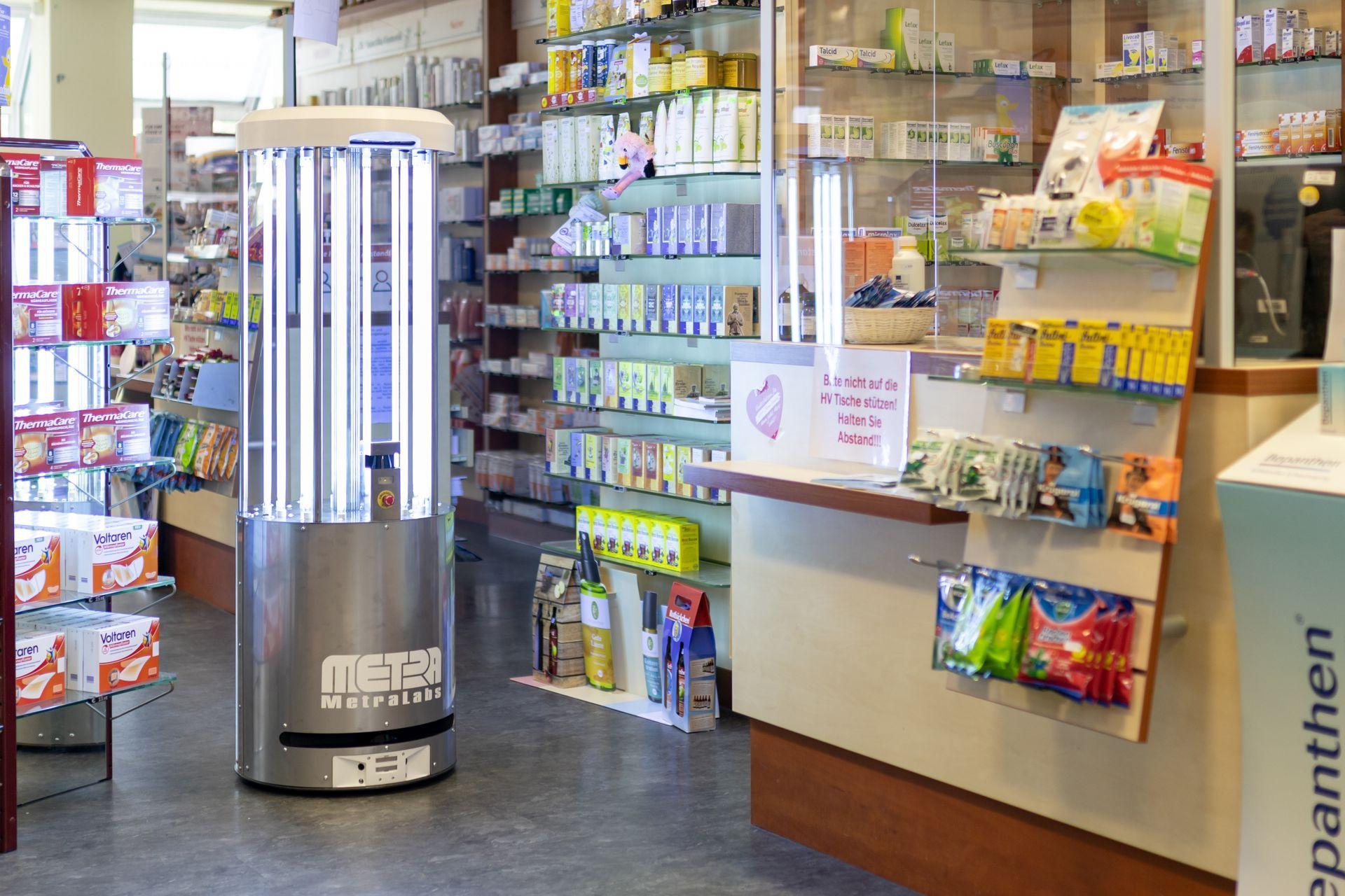 Desinfektionsroboter in der Apotheke - MetraLabs GmbH - STERYBOT