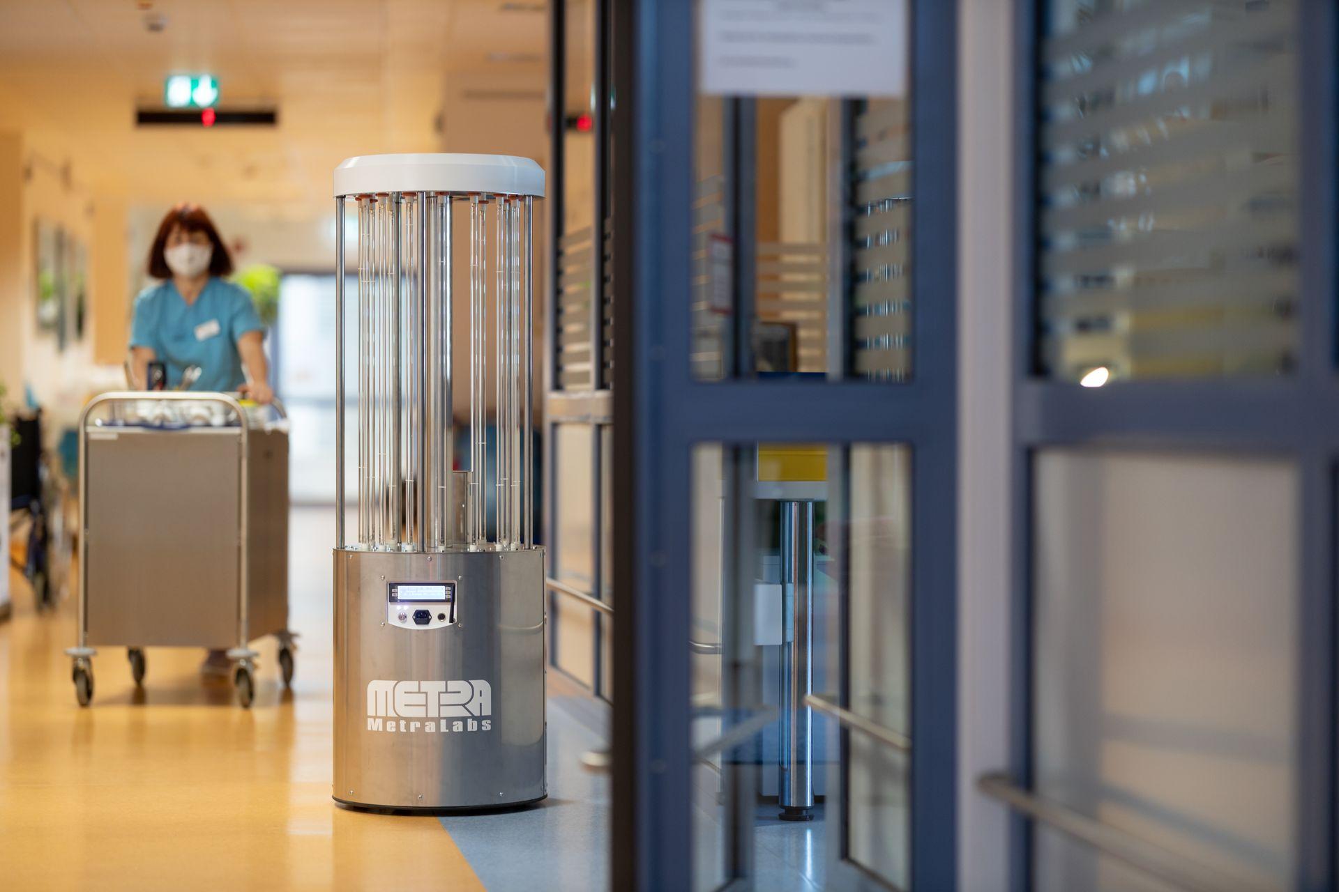 Desinfektionsroboter im Krankenhaus - MetraLabs GmbH - STERYBOT