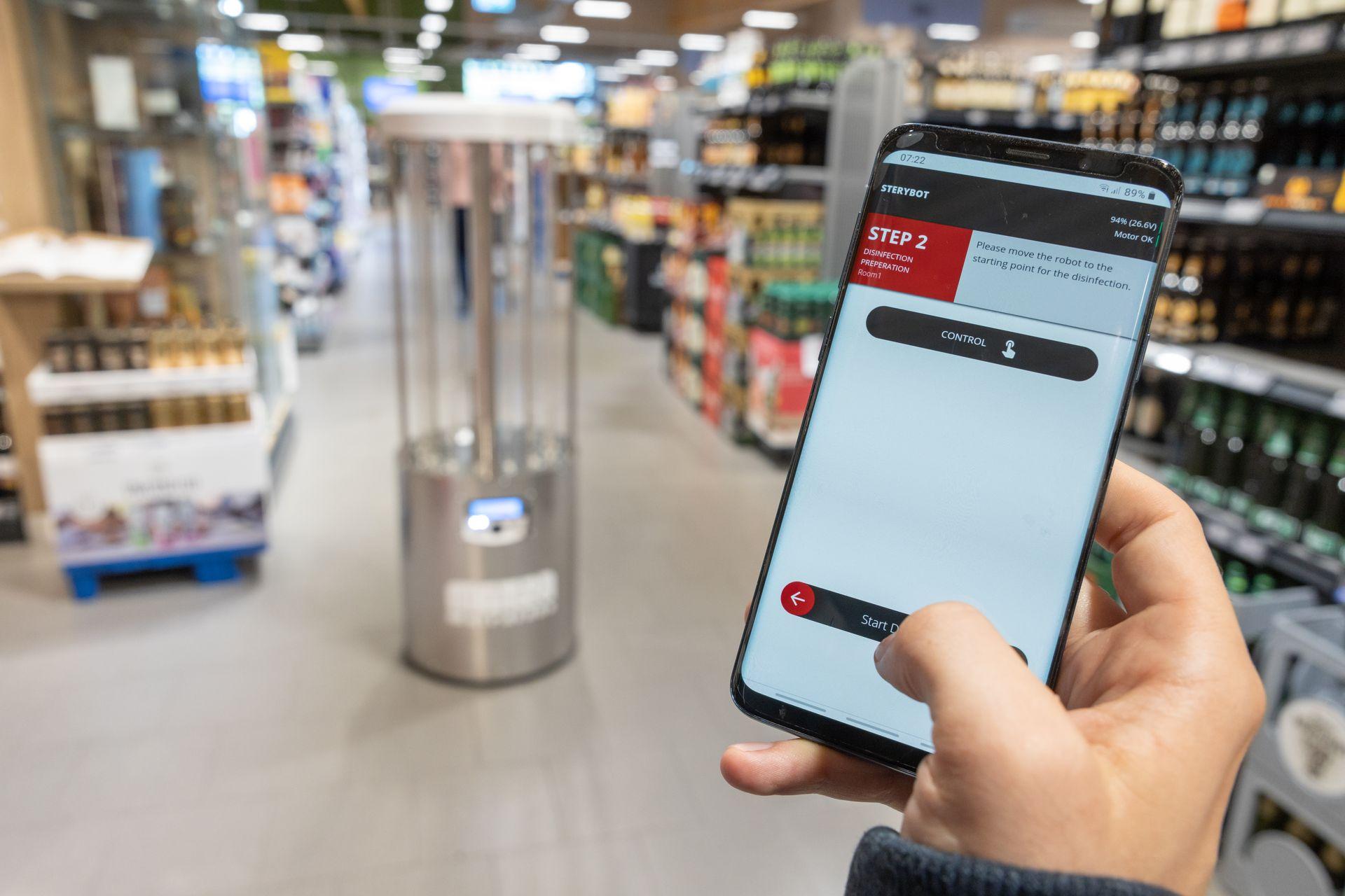 Desinfektionsroboter wird mit App aktiviert - MetraLabs GmbH - STERYBOT