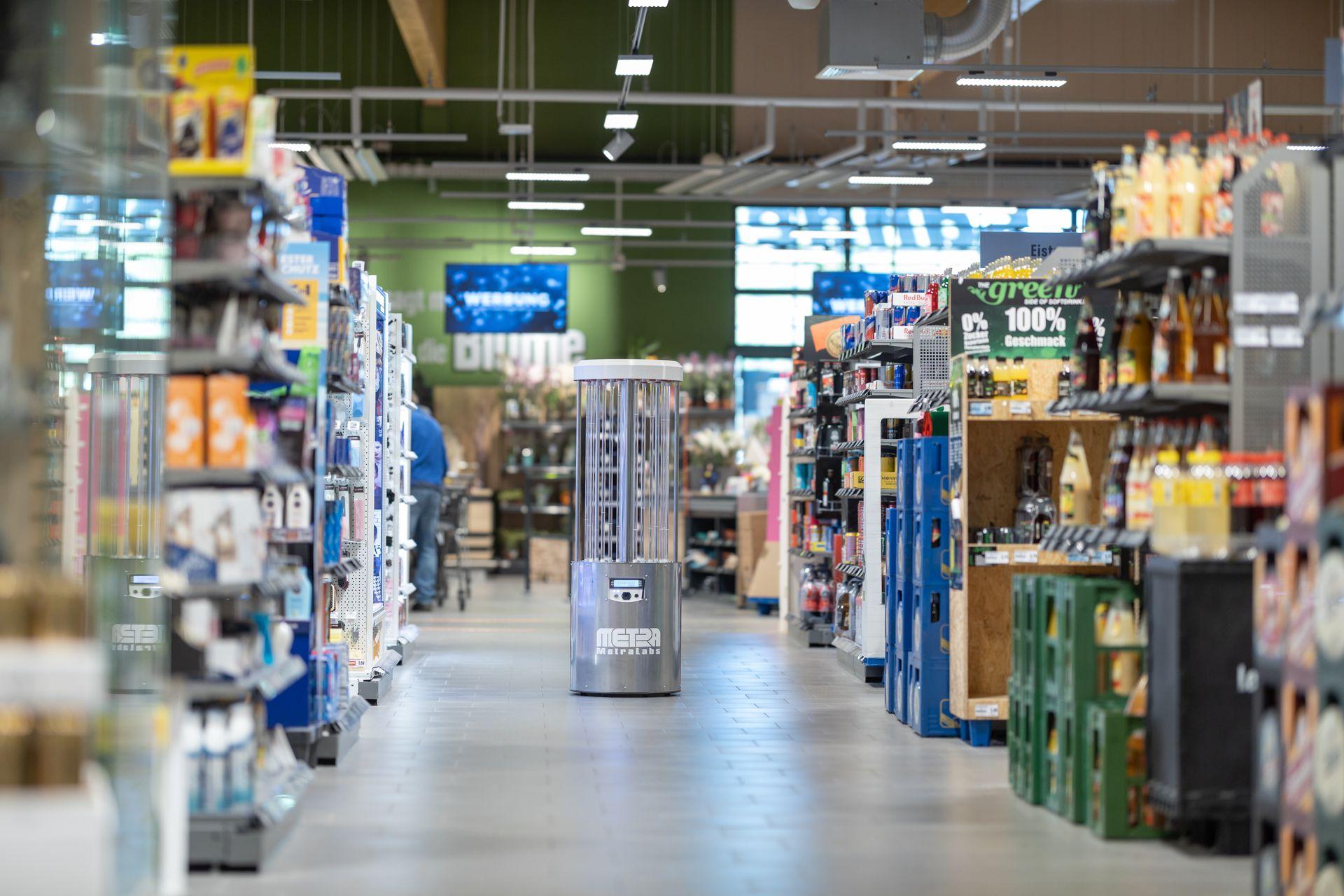Desinfektionsroboter im Supermarkt - MetraLabs GmbH - STERYBOT