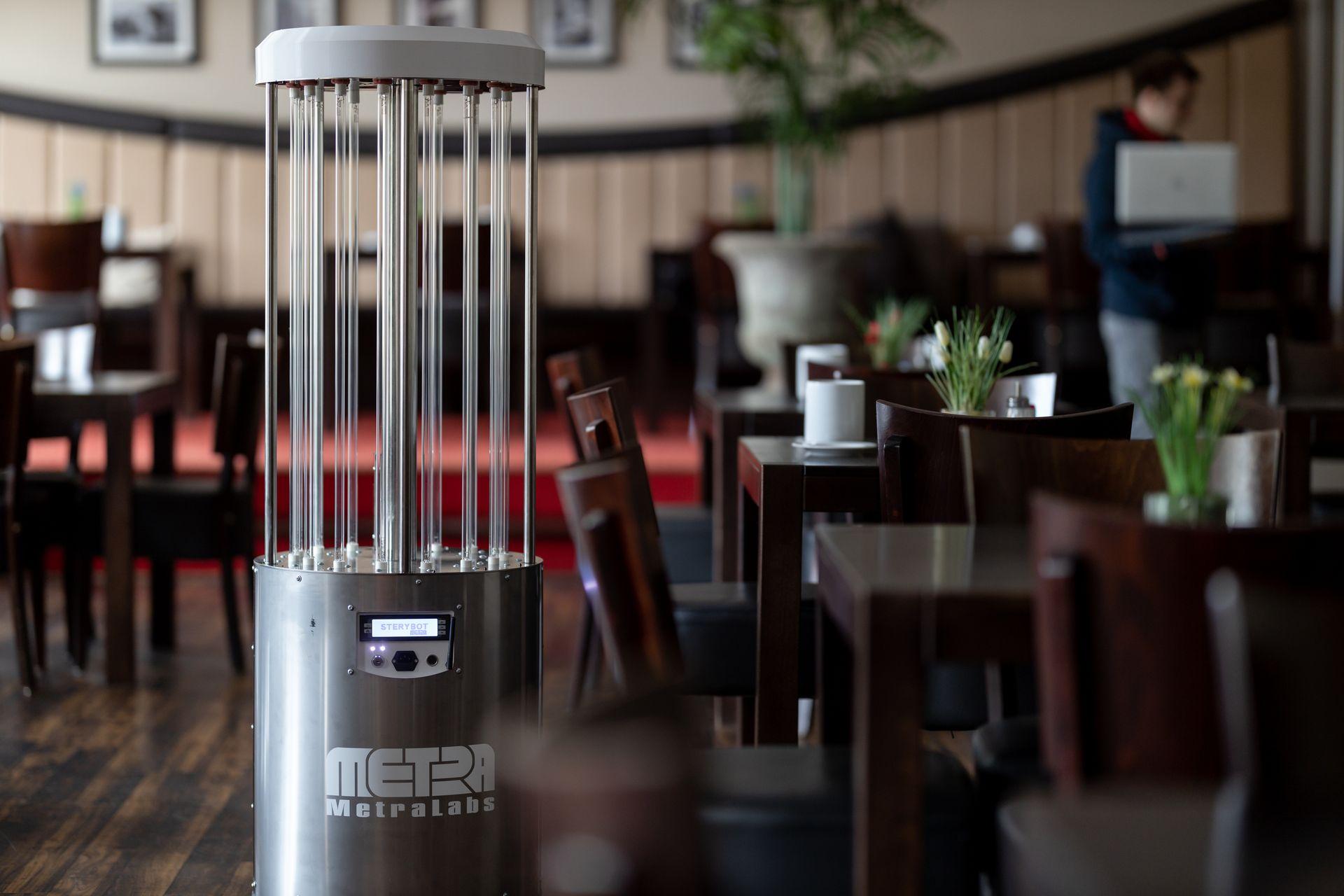 Desinfektionsroboter im Hotel - MetraLabs GmbH - STERYBOT